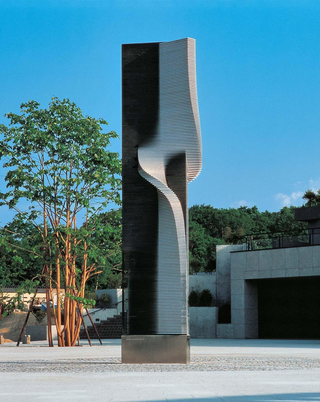 nousu-sapporo-art-park-japani-alumiini-ja-rst-1986